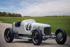 1931 Miller racing car – Click above for high-res image gallery The Bugatti Veyron wasn& even a distant dream in In fact, its fath Car Photos, Car Pictures, Diesel, Classic Race Cars, Old Race Cars, Vintage Race Car, Indy Cars, Bugatti Veyron, Car And Driver