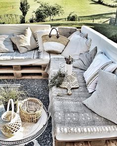 Pin by lampenausholz on SoLebIch in 2019 Balcony Furniture, Outdoor Furniture Sets, Outdoor Spaces, Outdoor Living, Outdoor Decor, Balkon Design, Lounge Decor, Interior Exterior, Outdoor Entertaining