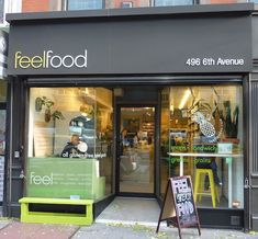 Feel Food is a new organic restaurant in Greenwich Village in NYC. Feel Food in NYC offers organic food with plenty of superfoods from all over Latin America. Bio Restaurant, Organic Restaurant, Restaurant Branding, Healthy Restaurant Design, Restaurant Recipes, Benefits Of Organic Food, Health Benefits, Greenwich Village, Branding And Packaging