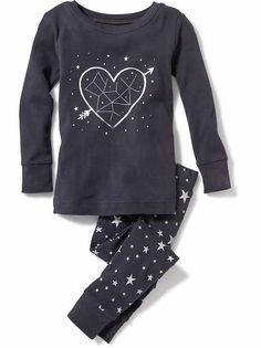 Find adorable toddler girl pajamas at Old Navy. Get separates and sets in this stock of pajamas for little girls. Old Navy Toddler Girl, Toddler Girl Outfits, Toddler Fashion, Kids Fashion, Fashion Outfits, Baby Girl Pajamas, Cute Pajamas, Pajamas Women, Lazy Outfits
