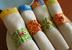 Napkins {photo only}- love the contrasting  trim and cute fabric napkin rings