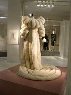 Marlene Dietrich's swan down coat. She first wore it in 1957 at the Sands Hotel… Fur Fashion, Look Fashion, Couture Fashion, Fashion Outfits, Moda Vintage, Vintage Fur, Hollywood Costume, Vintage Outfits, Vintage Fashion