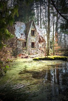 architecture old abandoned places 50 Best Verlassene Huser # Abandoned Buildings, Old Abandoned Houses, Abandoned Mansions, Old Buildings, Abandoned Places, Old Houses, Spooky Places, Haunted Places, Beautiful Buildings