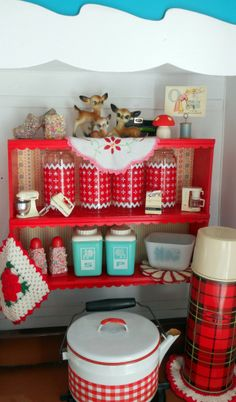 vintage accessories for the glamper -I got a shelf just like this! Caravan Vintage, Vintage Caravans, Vintage Trailers, Red And White Kitchen, Red Kitchen, Camper Kitchen, Cherry Kitchen, Kitchen Stuff, Retro Kitchen Decor