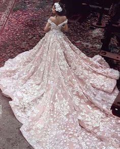 Blush detailed gown... It's so gorgeous,  I can't resist♥♥♥