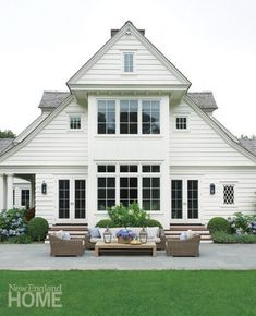 georgianadesign:  Architect Sean O'Kane and designer Julie Nightingale in Fairfield county, CT. New England Home.