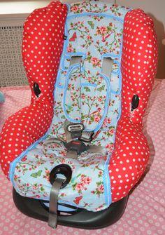 #Autostoel #MaxiCosi #Priori #XP in een Caitlynn jasje gestoken - rode stippenstof en een lief blauw vogeltjes & bloemenstofje. De autostoel is weer helemaal als nieuw.