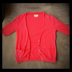 Madewell Wallace Pink Sweater Pre owned, lightly used short sleeved button v neck sweater. Lightweight, pockets in the front.  Size S. Madewell Sweaters V-Necks