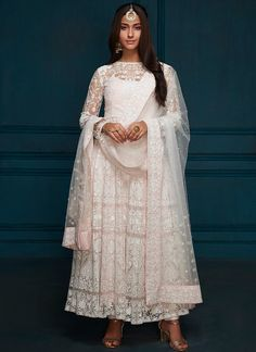 Looking to buy Anarkali online? ✓ Buy the latest designer Anarkali suits at Lashkaraa, with a variety of long Anarkali suits, party wear & Anarkali dresses! Long Anarkali Gown, Anarkali Frock, White Anarkali, Designer Anarkali Dresses, Indian Anarkali, Anarkali Suits, Punjabi Suits, Lehenga, Indian Look
