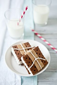 "ice cream sandwiches - I know your thinking ""you don't like ice cream."" but I do like an ice cream sandwich every so often and these look delicious Köstliche Desserts, Frozen Desserts, Frozen Treats, Dessert Recipes, Dessert Healthy, Chocolate Desserts, Healthy Chocolate, Wedding Desserts, Delicious Chocolate"