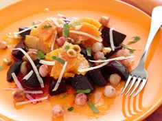 Roasted Beet, Onion, and Orange Salad - my girlfriend says she likes beets so I wanted to try them, but this recipe calls for hazelnut oil. Best Thanksgiving Appetizers, Healthy Thanksgiving Recipes, Healthy Recipes, Thanksgiving 2017, Healthy Foods, Fit Foods, Christmas Appetizers, Veggie Recipes, Healthy Eating