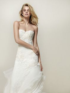 Fitted wedding dress with frills