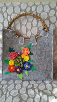 Keçeden çanta Felt Patterns, Crochet Purses, Cotton Bag, Handmade Design, Purses And Bags, Projects To Try, Pouch, Sewing, Unique