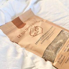 """Ren Lykke on Instagram: """"Aleppoflak vasker klærne dine helt rene og det er helt naturlig! Såpeflakene er et naturlig og miljøvennlig alternativ til vanlige…"""" Savon Soap, Vans, Coffee, Drinks, Food, Oil, Alternative, Nature, Kaffee"""