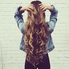 These tips for achieving beautiful hair are amazing! Whether your hair is color-treated, curly, straight or wavy, these 10 tips for achieving beautiful hair will definitely help with those dry damaged strands! Natural Hair Styles, Long Hair Styles, Great Hair, Hair Day, Gorgeous Hair, Amazing Hair, Pretty Hairstyles, Brunette Hairstyles, Fast Hairstyles