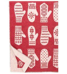 www.nordicinteriordesign.com Modern Christmas, Christmas Design, Christmas And New Year, Xmas, Nordic Interior Design, Scandinavian Design, Norway Design, Wool Baby Blanket, Christmas Inspiration