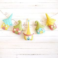 How amazing is this sweet little cottage garland by fishtitch