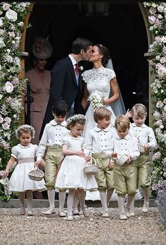 pippa-middleton-wedding-kiss-james-matthews