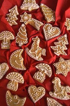 Christmas Biscuits, Christmas Sugar Cookies, Christmas Desserts, Christmas Baking, Christmas Time, Gingerbread Decorations, Christmas Gingerbread, Diy Christmas Ornaments, Gingerbread Cookies