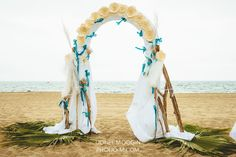 wedding arch. Paper flower, driftwood. Les Colorieuses