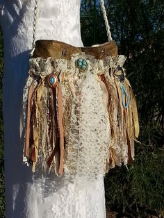 Native American Themed Gypsy Fringe Purse Navajo by Pursuation i like the way the lace is in there Gypsy Style, Boho Gypsy, Hippie Style, Bohemian, Hippie Bags, Boho Bags, Fashion Bags, Boho Fashion, Womens Fashion