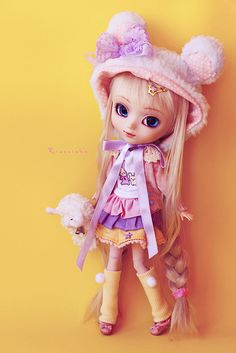 Fairy kei Pullip in pink and pastels, with cute bear hat and long braids. Super kawaii! <3