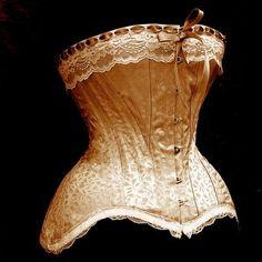 Edwardian Wedding Corset by La Belle Fairy Vintage Corset, Victorian Corset, Edwardian Dress, Edwardian Fashion, Vintage Lingerie, Vintage Dresses, Vintage Outfits, Vintage Fashion, Edwardian Era