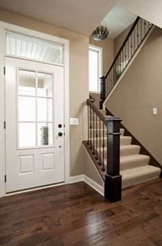 Wood floors, paint color, white trim. But I like the dark accent on the railing. Note the carpet on the stairs! #flooring #laminate
