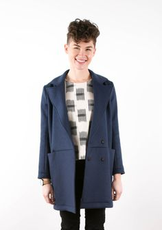 Buy the Yates Coat sewing pattern from Grainline Studio. The chic style of the Yates Coat will instantly upgrade any cool weather outfit. Coat Pattern Sewing, Coat Patterns, Pants Pattern, Free Sewing, Vintage Sewing Patterns, Clothes Patterns, Sewing Designs, Paper Patterns, Pdf Patterns