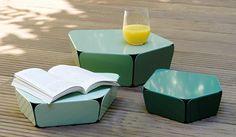 """Les """"Petites rocailles"""" sont un ensemble de trois tables basses en métal plié et laqué, imaginées par le designer Germain Bourré pour la nouvelle maison d'édition Miloma. Evoquant la forme d'une roche aux contours irréguliers et aux angles biseautés, chaque objet manifeste cependant une certaine légèreté et séduit par sa conception extrêmement simple. Les différentes dimensions et couleurs permettent d'associer les tables les unes avec les autres, en intérieur ou en extérieur."""