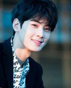 Cha Eunwoo Astro, Lee Dong Min, Pre Debut, Ulzzang Korea, Cha Eun Woo, Kdrama Actors, Cute Faces, Bts Pictures, Debut Album