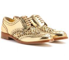 Regla de #oro para brillar esta #Navidad. #gold #regalos #zapatos #fashion http://www.studyofstyle.com//articulos/metal-precioso