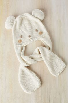 b6f0ee96061 Knitting for babies and children · El blog de Dmc  Patrón tricot de regalo   gorro osito con Woolly Baby Hats