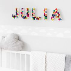 Aprenda como fazer letras decoradas e mude já as suas paredes. Room Wall Decor, Baby Room Decor, Nursery Decor, Bedroom Decor, Kids Wall Decor, Kids Bedroom Furniture, Girl Room, Girls Bedroom, Diy Pour Enfants