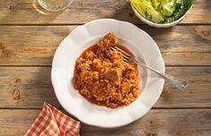 Wir bereiten das Reisfleisch mit fein durchzogenem Schweinefleisch zu und schmecken den Klassiker mit Paprikapulver und Kümmel ab. Risotto, Ethnic Recipes, Austria, Food, Tv, Rice Dishes, Pigs, Healthy Food Recipes, Delicious Food