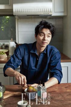 Gong Yoo had a relaxing day off in the October issue of Elle. During the interview, Gong chose his favorite K-pop musicians and revealed how he keeps his youthful looks. Song Hye Kyo, Song Joong Ki, Korean Star, Korean Men, Asian Men, Asian Actors, Korean Actors, Korean Dramas, Jun Matsumoto
