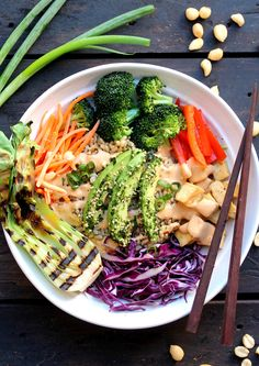 Asian Inspired Buddha Bowl with Spicy Peanut Sauce (Vegan + Gluten Free) Vegan Recipes Videos, Diet Recipes, Healthy Recipes, Vegetarian Recipes, Vegetarian Protein, Vitamix Recipes, Vegetarian Lunch, Yummy Recipes, Spicy Peanut Sauce