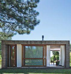 Concreto e pedra definem pequena casa em retiro budista no sul do país - Casa