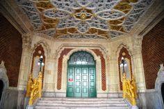 Museum of Applied Arts - Budapest, Hungary Art Nouveau! Art Nouveau, Art Deco, Craft Museum, Unique Architecture, Merida, Stairways, Barcelona Cathedral, Taj Mahal, Past