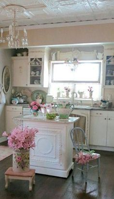 cute-shabby-chic-kitchen-ideas-with-tiny-island-and-chair-and-chandelier.jpg 1,278×2,236 pixels