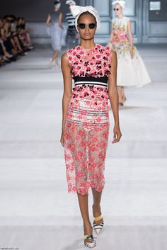 REALLY like the combination of graphic black and white stripes mixed with the pink and black spots -Giambattista Valli Haute Couture fall 2014 collection