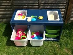 Trofast sand and water table Oh, I think I LOVE this. Trofast sand and water table - IKEA Hackers Sand And Water Table, Water Tables, Sand Table, Ikea Hacks, Ikea Hack Kids, Hackers Ikea, Trofast Ikea, Ikea Toy Storage, Outdoor Toy Storage