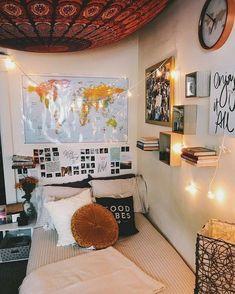 Dorm room walls - 36 lovely dorm room organization ideas on a budget 29 Dorm Room Walls, Cute Dorm Rooms, College Dorm Rooms, Decoration Inspiration, Room Inspiration, Decor Ideas, Decorating Ideas, 31 Ideas, Craft Ideas