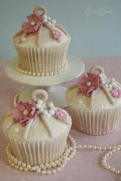 Lace & pearl birdcage cupcakes (by Cotton and Crumbs) Cupcakes Cool, Beautiful Cupcakes, Wedding Cakes With Cupcakes, Pink Cupcakes, Cookies Cupcake, Cupcake Cakes, Rose Cupcake, Cupcake Toppers, Cakes Originales