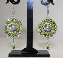 Ohrringe in Beaded Bead Technik! Alle Materialien dazu bei Perlensucht erhältlich und Technik in unseren Workshops zu erlernen. Workshop, Drop Earrings, Beads, Jewelry, Fashion, Earrings, Beading, Moda, Schmuck