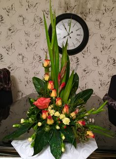 Latest Pictures simple Funeral Flowers Strategies If that you are preparing and also joining, memorials will always be the sorrowful and occasionally nerve-rack. Tropical Flowers, Tropical Floral Arrangements, Large Flower Arrangements, Funeral Flower Arrangements, Altar Flowers, Church Flowers, Funeral Flowers, Table Flowers, Rosen Arrangements