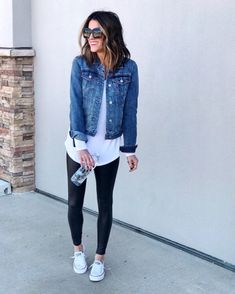 This post has so many outfit ideas for how to style a jean jacket. It includes styling them in winter and in summer and with leggings and with a dress. These outfits are casual and chic. jacket Outfits How To Style Jean Jackets: 12 Outfit Ideas To Copy Legging Outfits, Outfit Jeans, Cute Jean Jacket Outfits, Denim Jacket Outfit Summer, Jacket Jeans, Leggings Outfit Summer Casual, Athleisure Outfits, How To Wear Denim Jacket, Denim Jeans