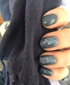 A beautiful grey combo for darker nails! Grey Gel Nails, Dark Grey Nails, Subtle Nails, Dark Color Nails, Ombre Nail, Neon Nails, Accent Nails, Black Nails, Pink Nails