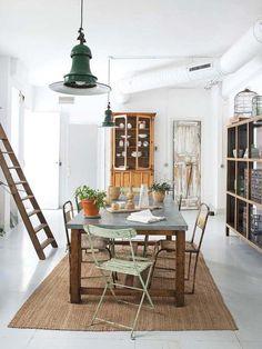 Il est des lieux où rien n'est à jeter pour qui aime chiner. Sa propriétaire, Nuria Setó, le propose à la location en court séjour. Malhe...