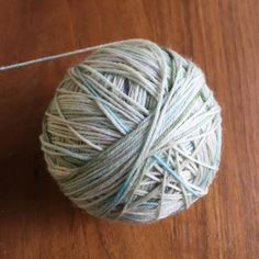 #yarnball #nabiwoolstudio #nabiwoolstudioyarns #handdyedyarn #knittersofinstagram #yarnporn #stricken #strikkedilla #strikke #tricot #tejido #lavoroamaglia